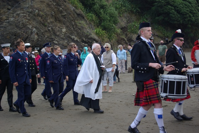 Rev Jim Hunt after the Piha ceremony with the Pipe band