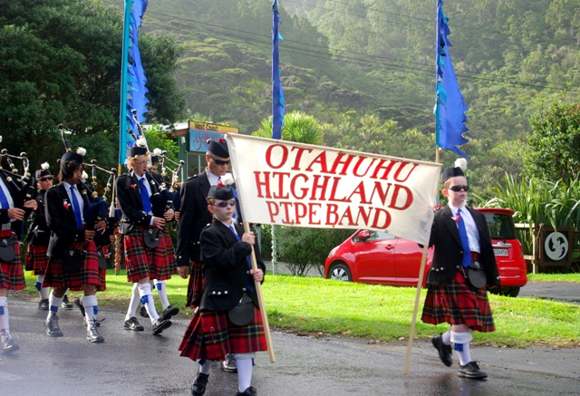 Otahuhu and District Pipe Band marches through the rain