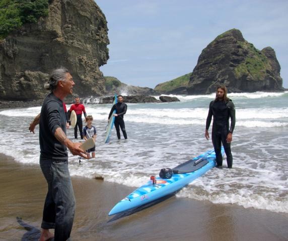 Pita Turei welcomes Rasta onto Piha beach